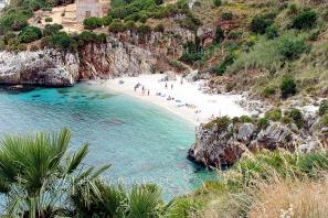 Plaża-Calla-Tonnarella-dell`Uzzo
