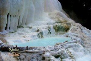 Gorące źródła geotermalne w Toskanii.