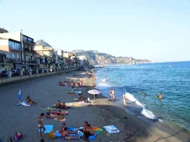 Giardini_Naxos-Messina-Sicilia-Italy_-_CC_by_gnuckx