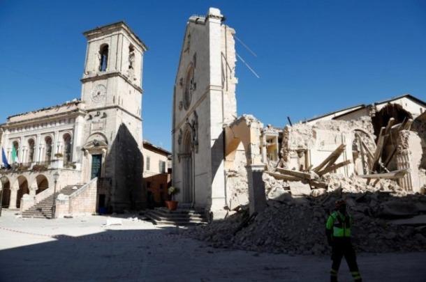 trzęsienie-ziemi-włochy-2016-norcia