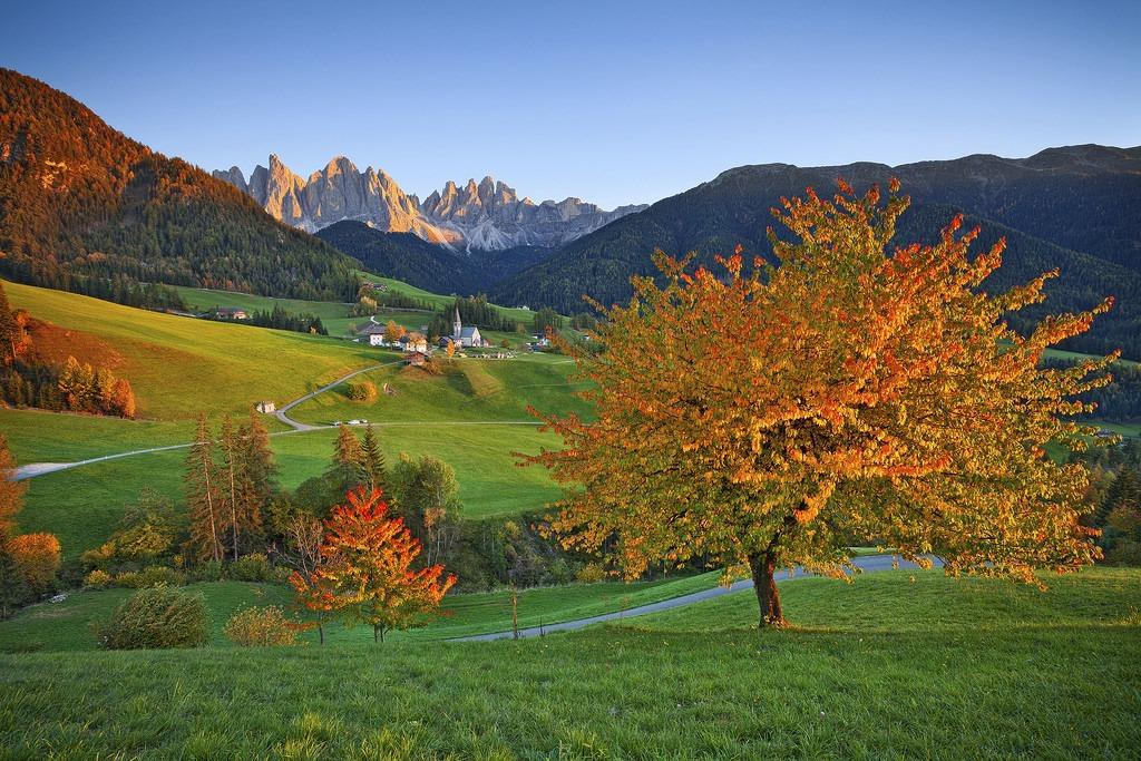 Val-di-Funes-jesien-autumn-dolomity-dolomites