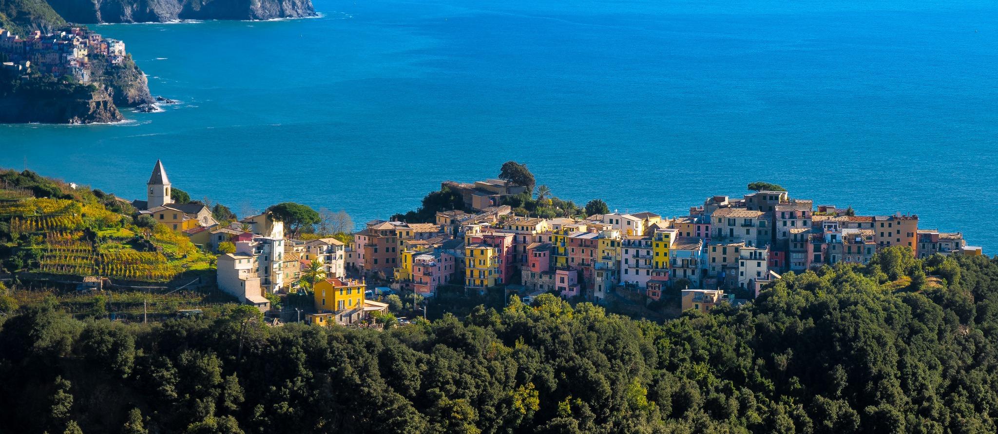 Riomaggiore-Cinque-Terre-jesien-Liguria