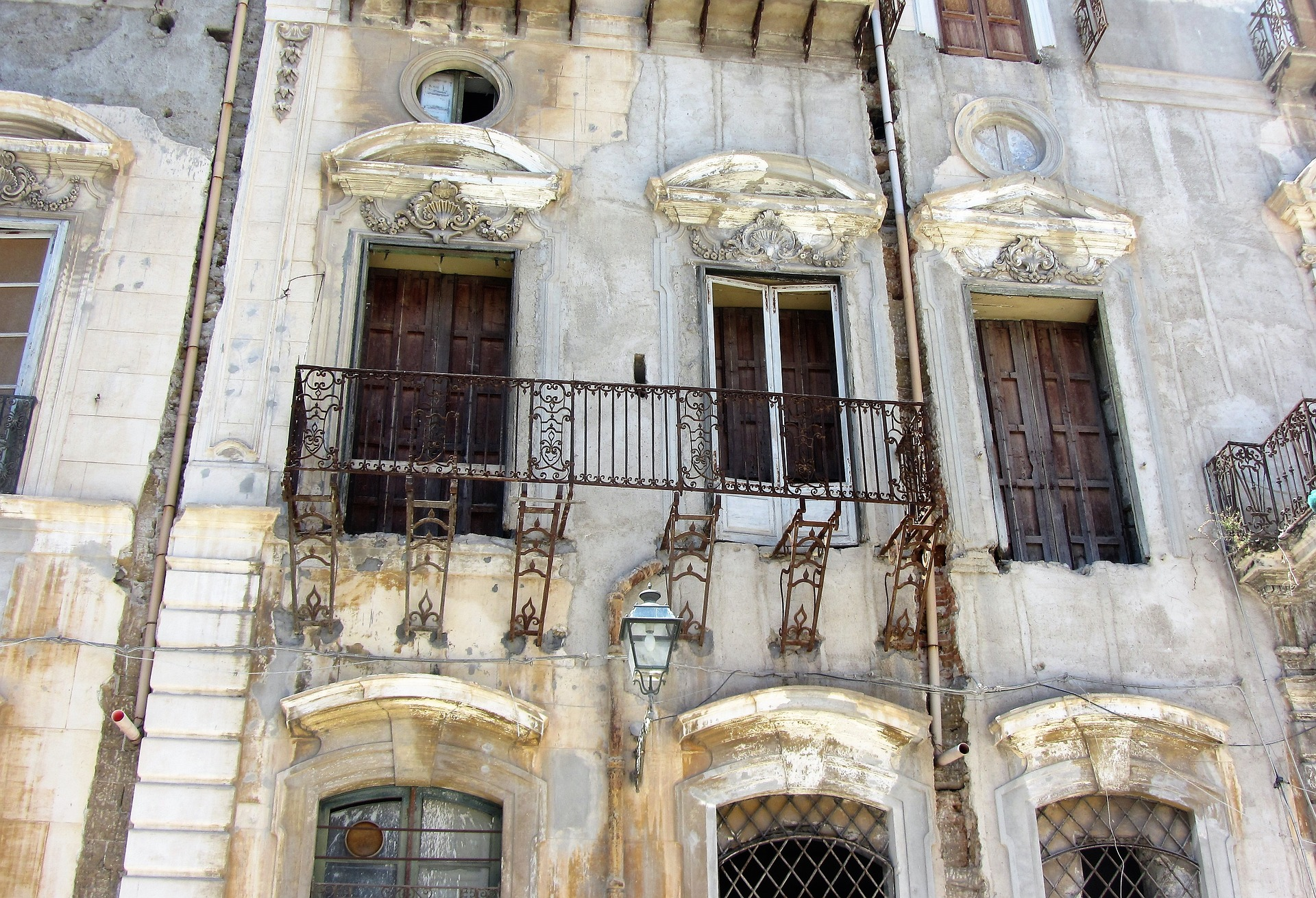 Palermo Kalsa ruina pałacu w centrum miasta
