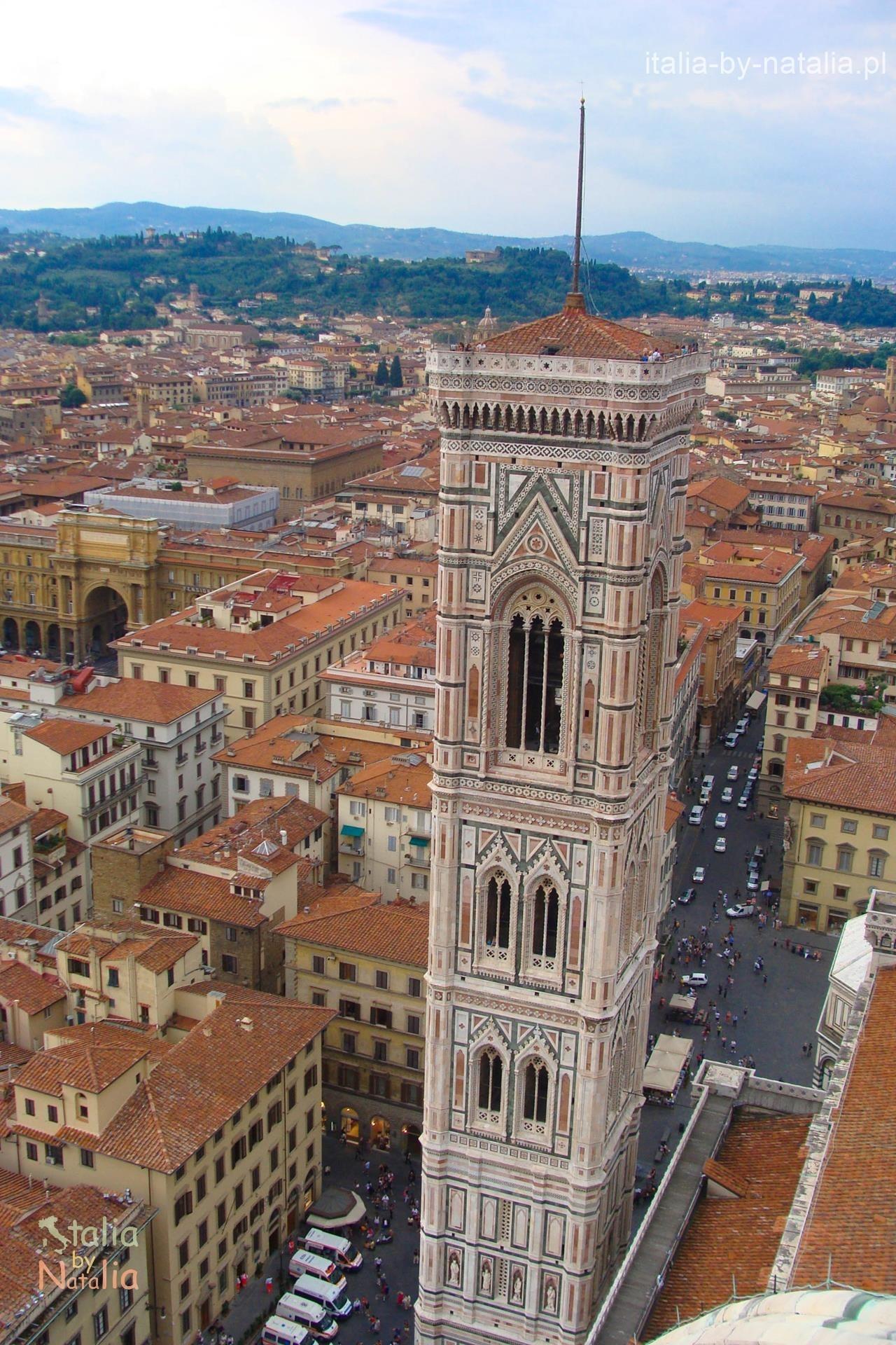Florencja Campanile di Giotto dzwonnica Duomo widok z kopuły bazyliki Santa Maria del Fiore