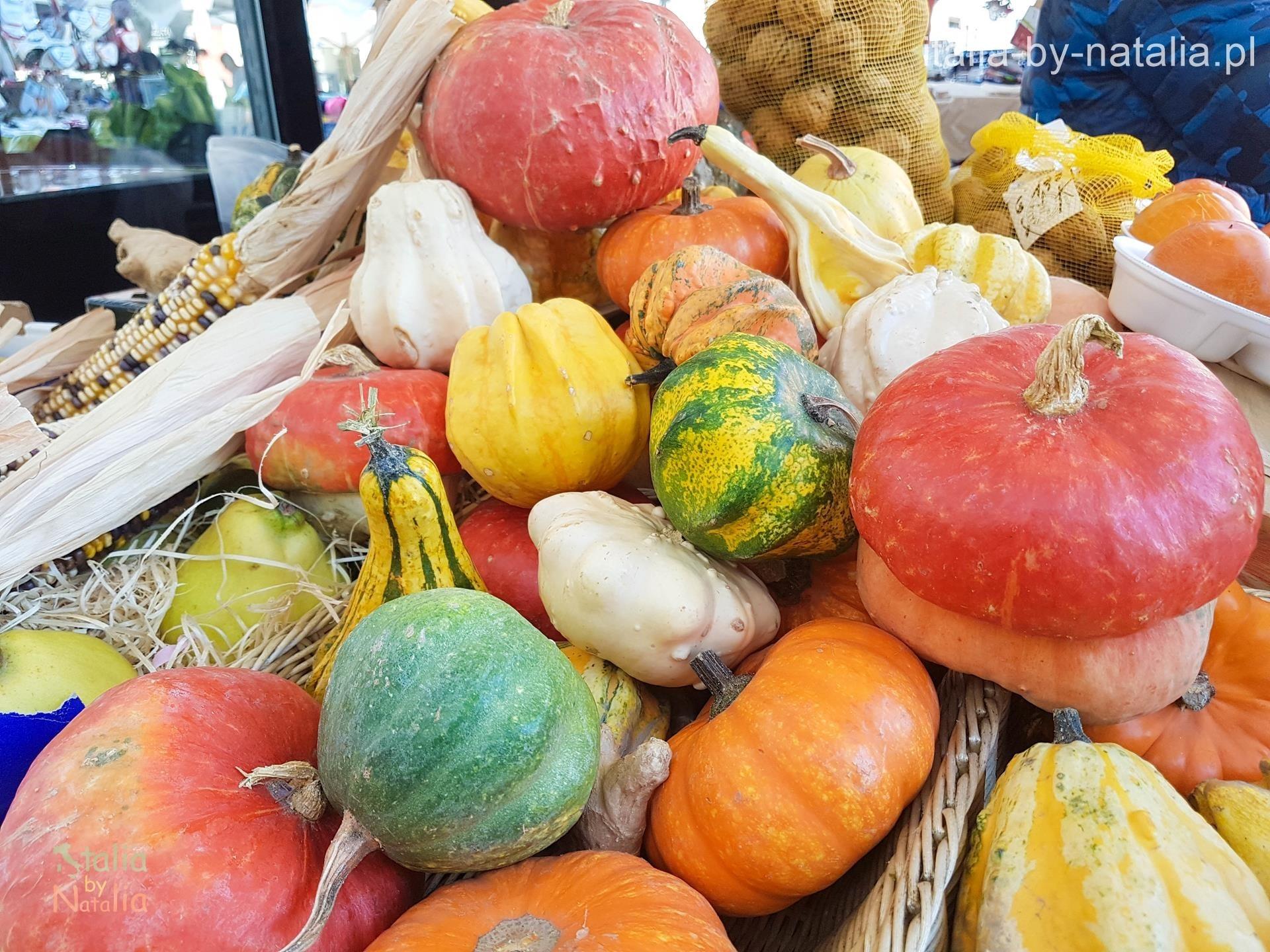 włochy toskania jesienią stragan warzywa