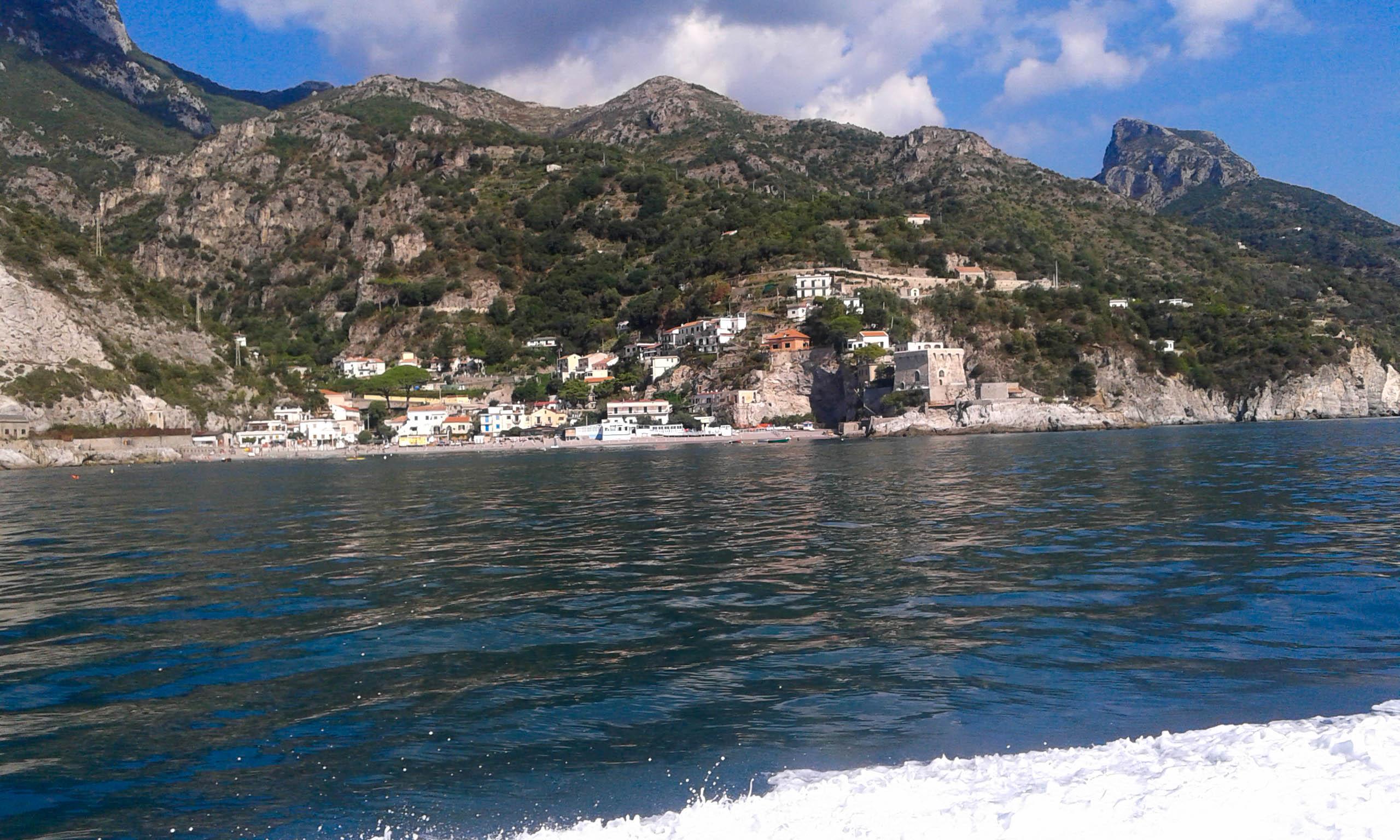 Erchie od strony morza Wybrzeże Amalfi