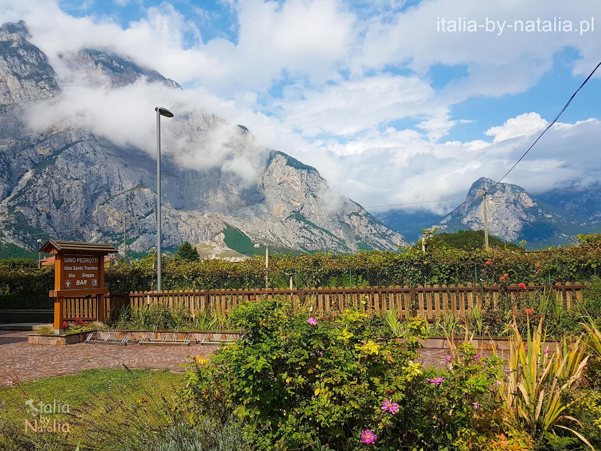 Sarca dolina Riva el Garda widoki góry winnice