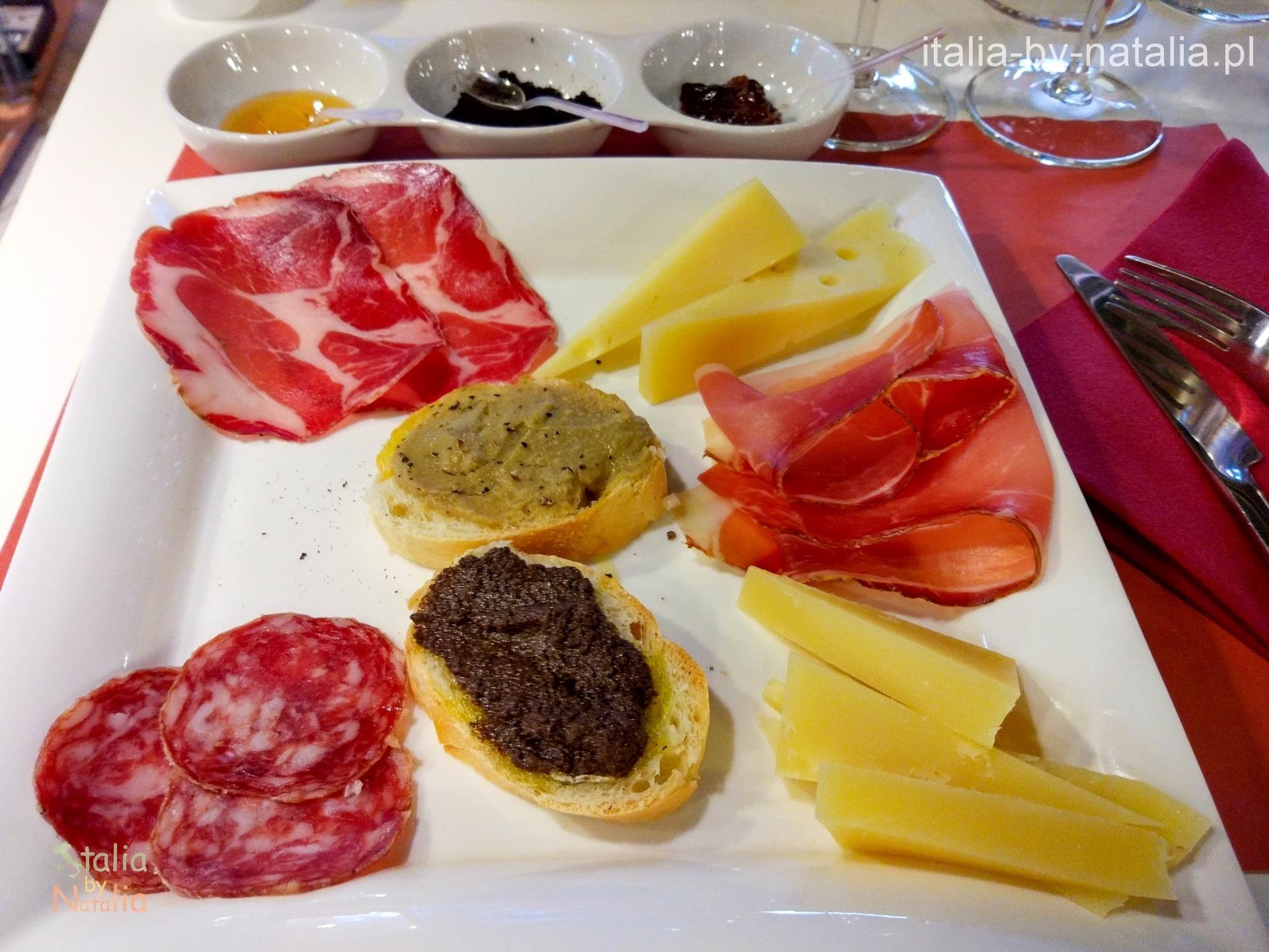 Agraria Riva del Garda sklep z lokalnymi specjałami salami sery degustacja