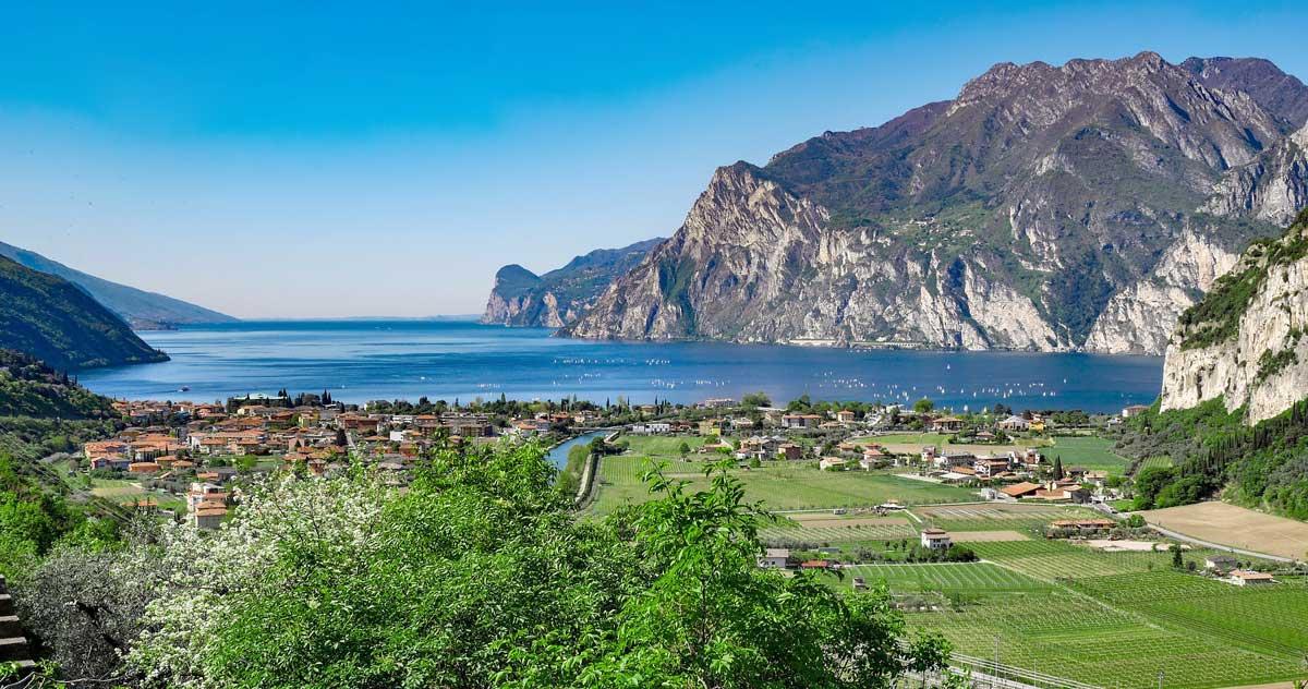 Jezioro Garda dolina Rzeki Sarca winnice