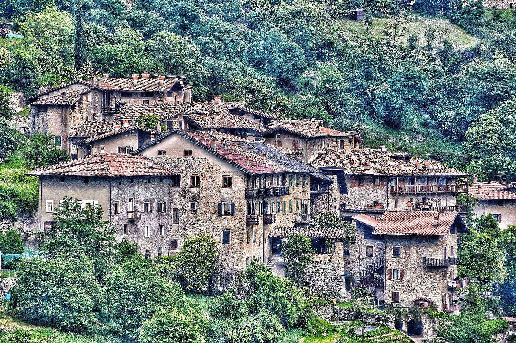Canale di Tenno borgo medivale Garda borghi piu belli italia włochy trentino Canale Tenno Varone