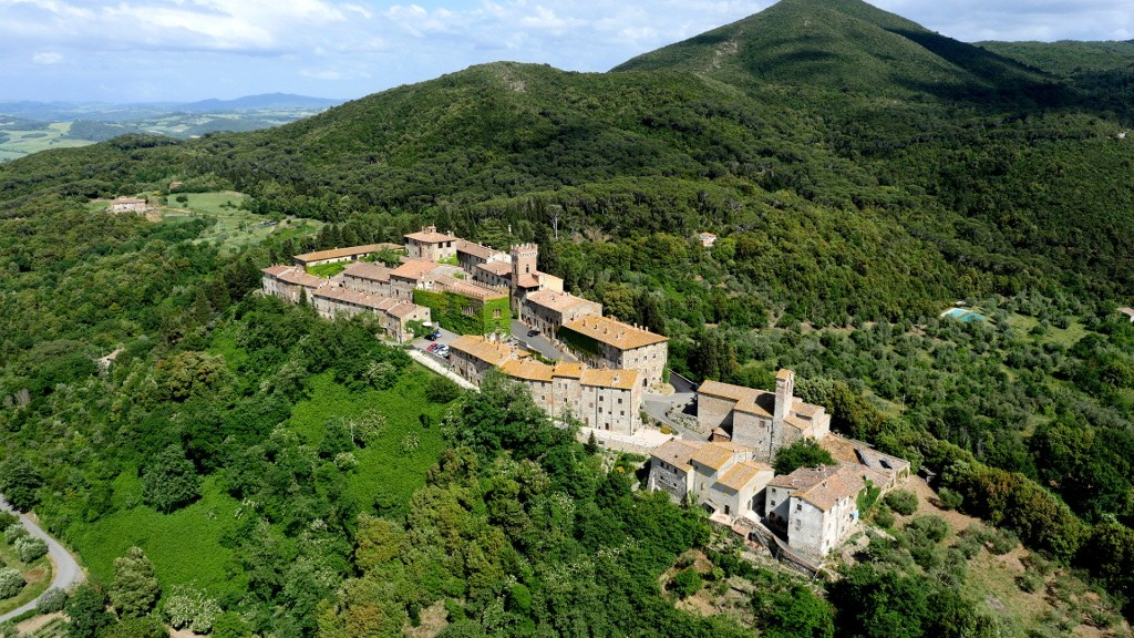 Querceto Toskania Val di Cecina małe miasteczko w lesie Prowincja Piza