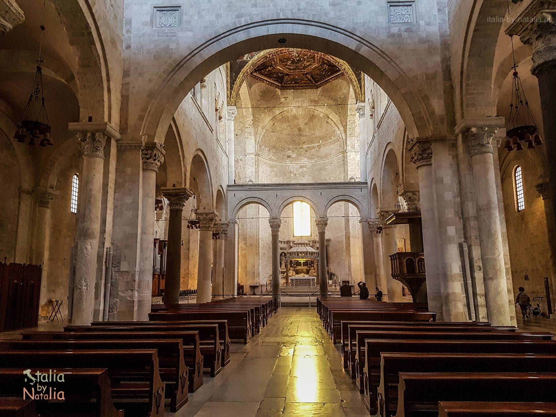Bazylika św. Mikołaja San Nicola Bari Apulia grób królowej Bony