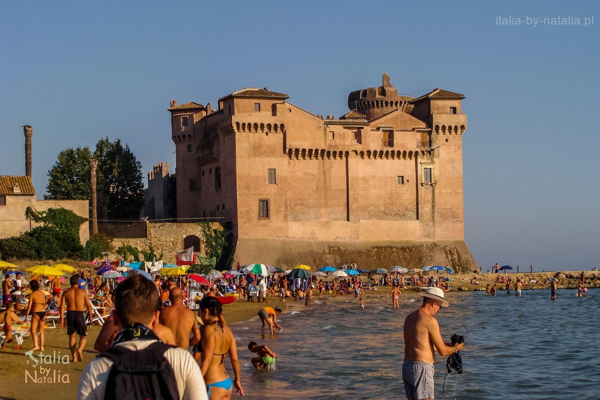 Santa Severa Włochy plaża koło Rzymu zamek