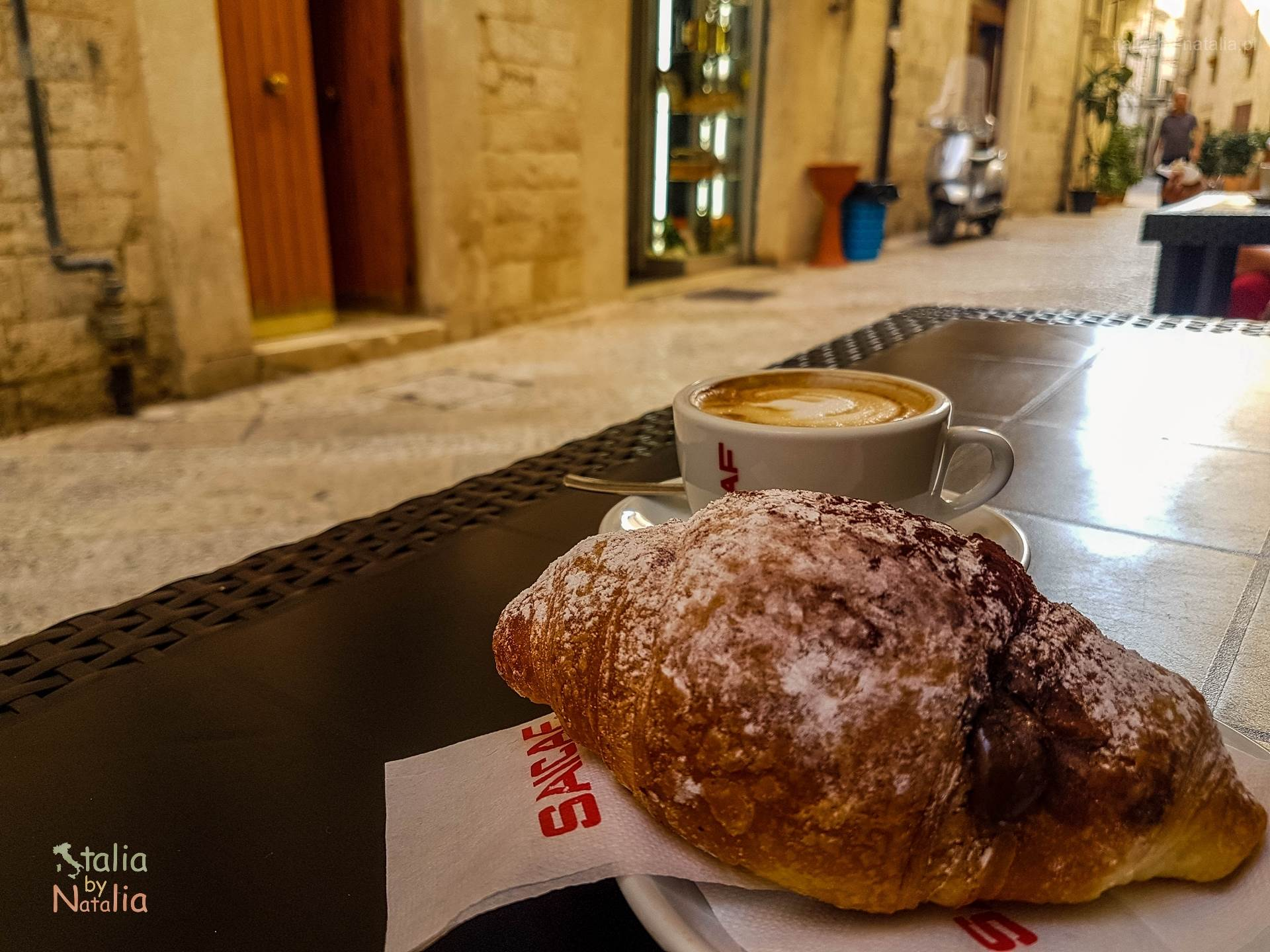Bari Apulia śniadanie bar ulica Citta Vecchia