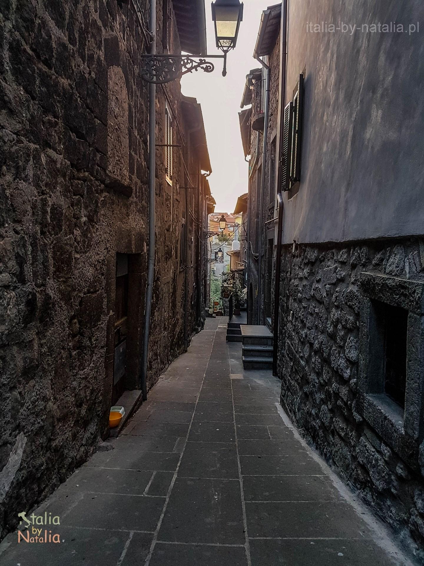Vitorchiano Lacjum miasteczko na tufowej skale koło Rzymu