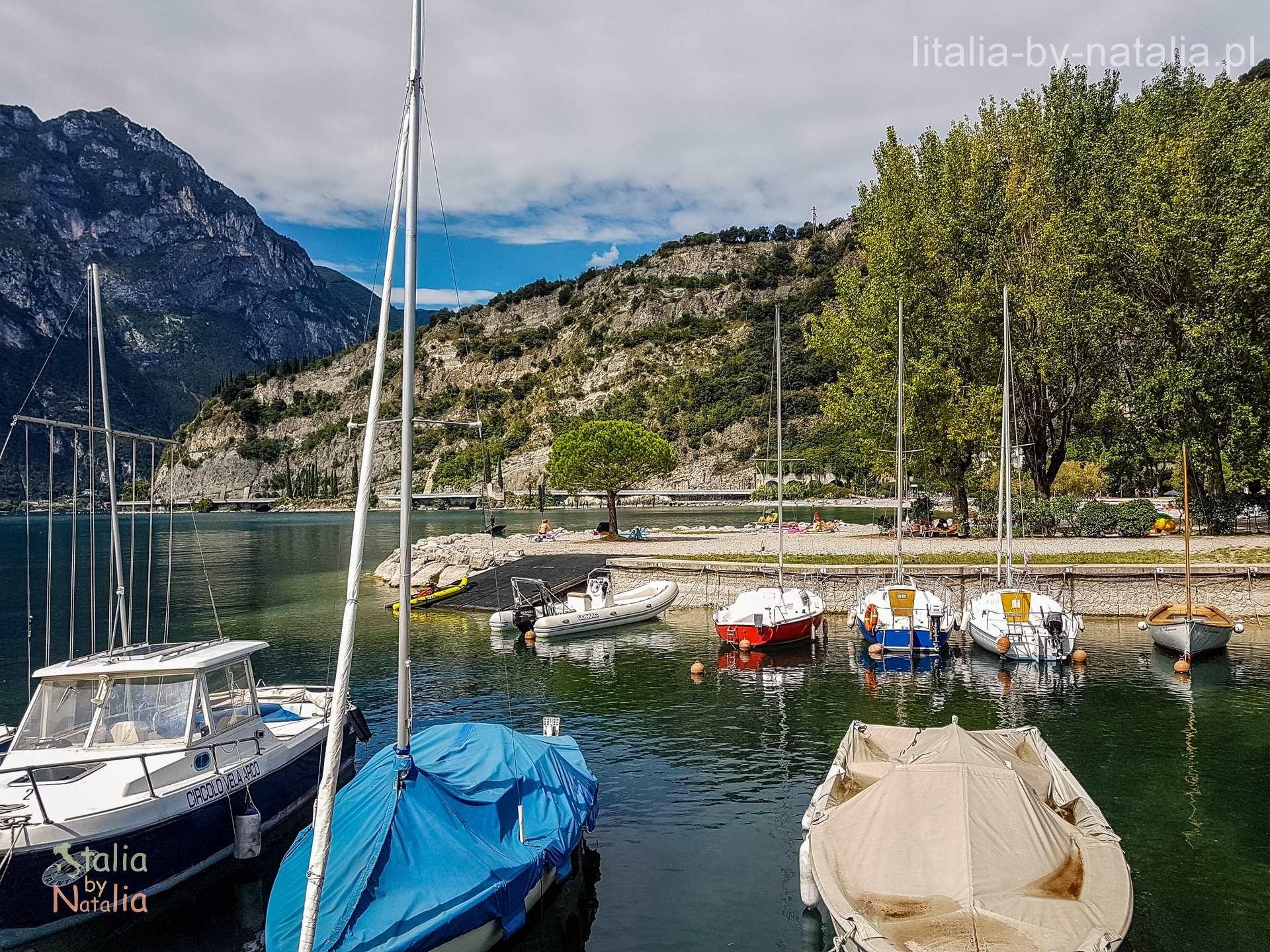Riva del Garda jezioro wybrzeże góry