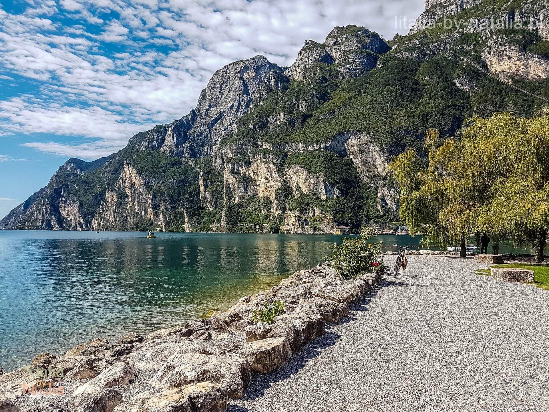 Riva del Garda góry jezioro spacer rowery