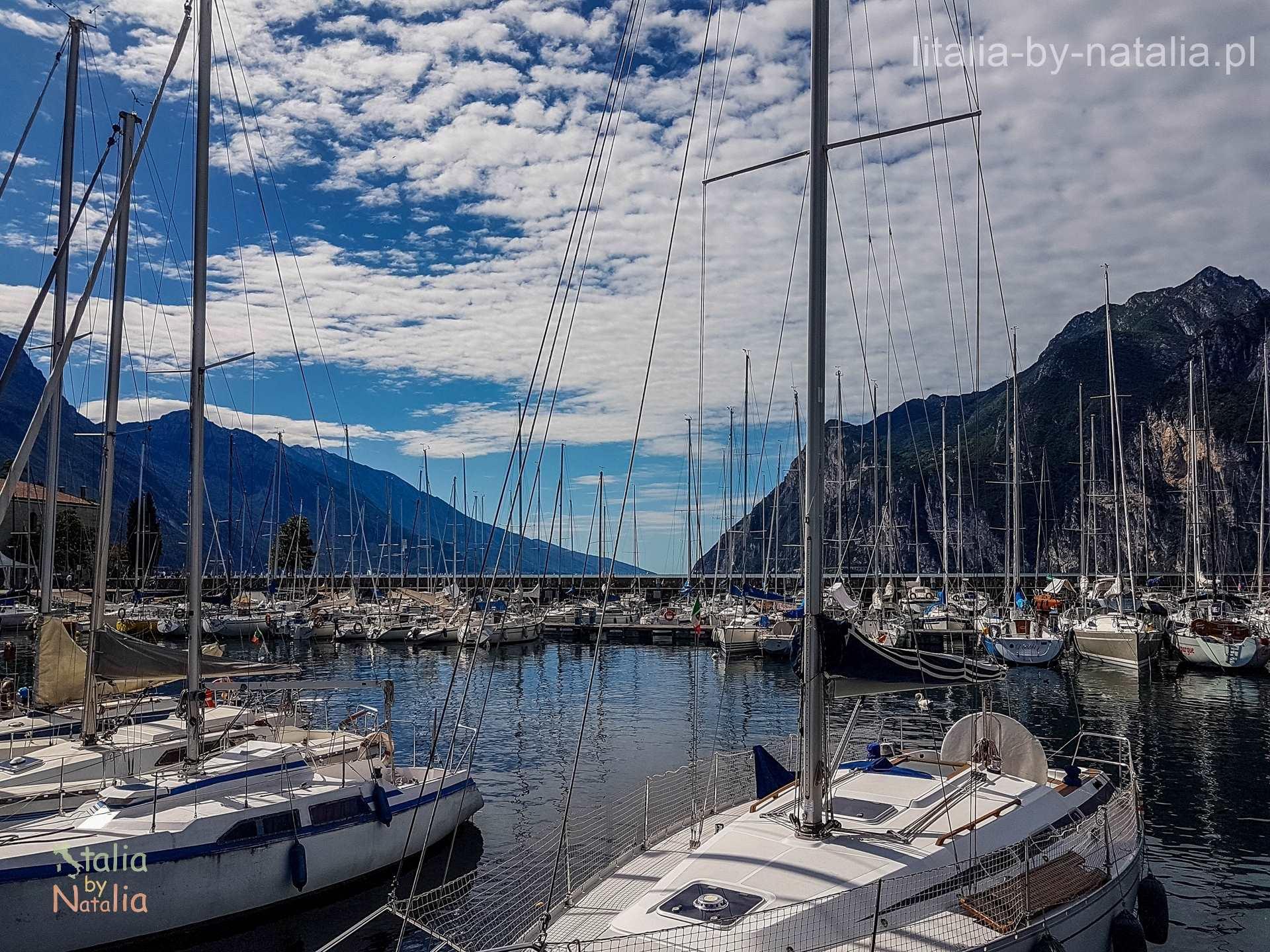 Riva del Garda port jachty góry jezioro