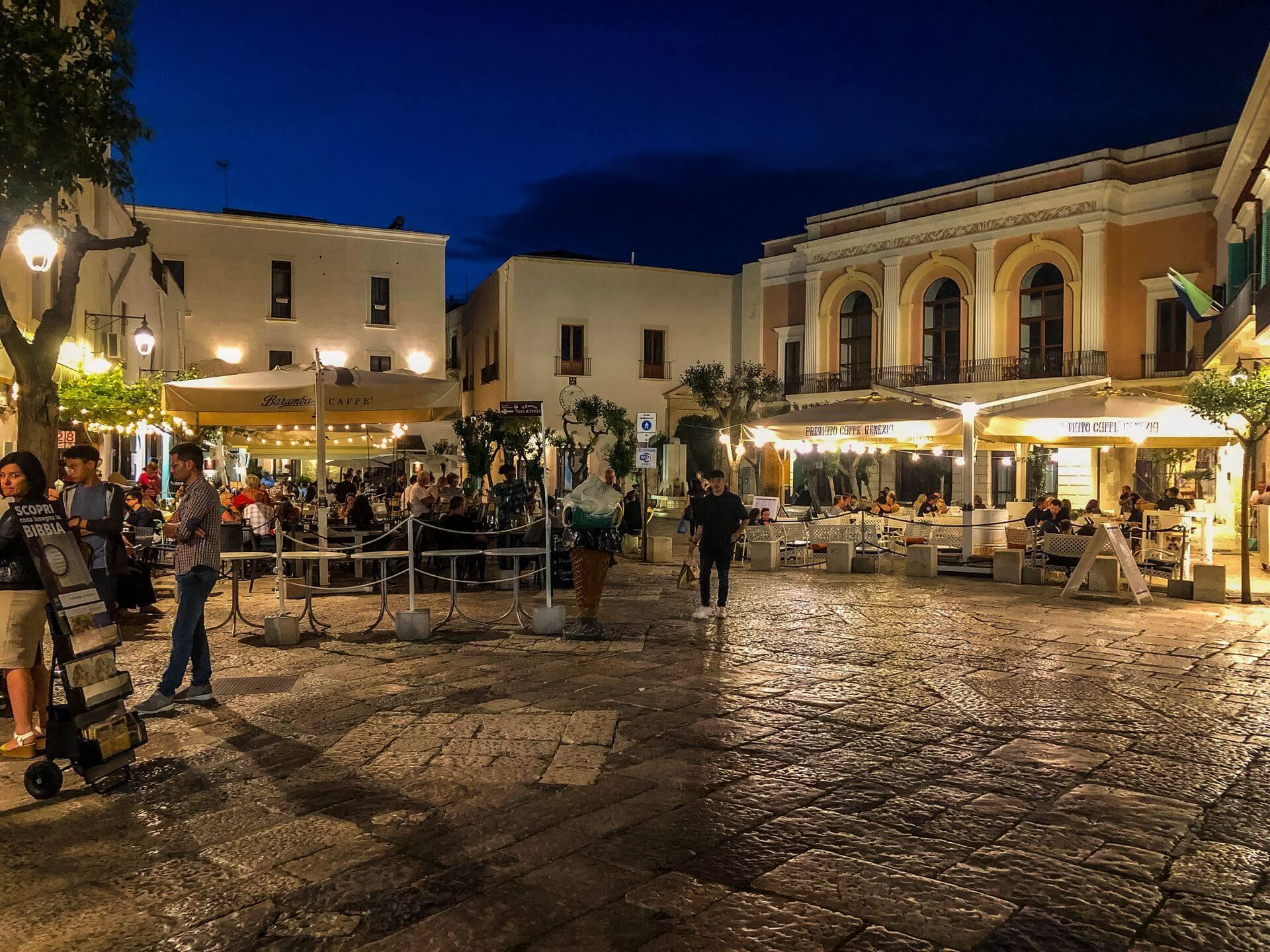 Monopoli Apulia co zobaczyć atrakcje restauracje nocleg przewodnik