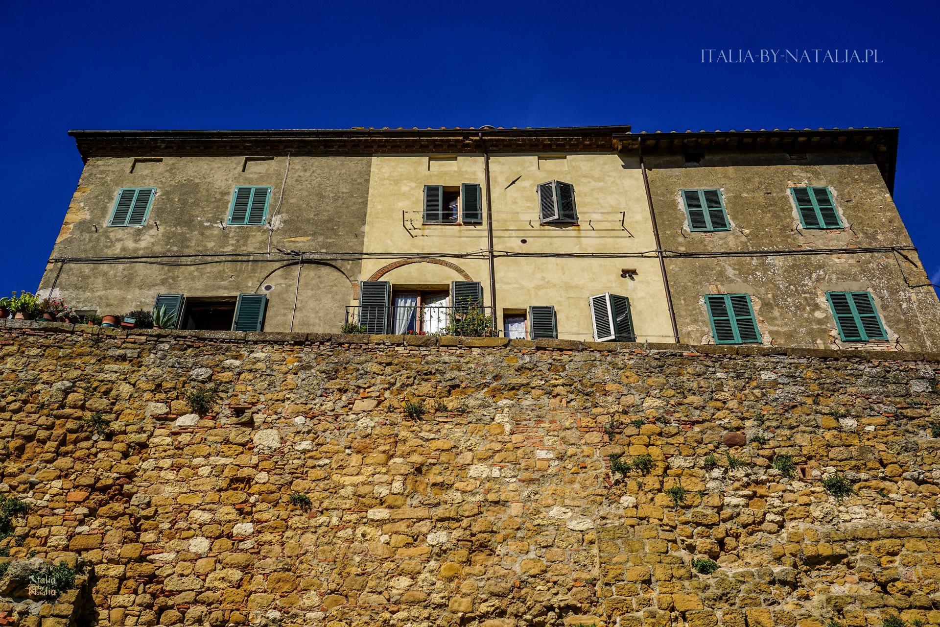 Pienza piękne miasteczko na wzgórzu perła Toskanii pośród wzgórz Val d'Orcia