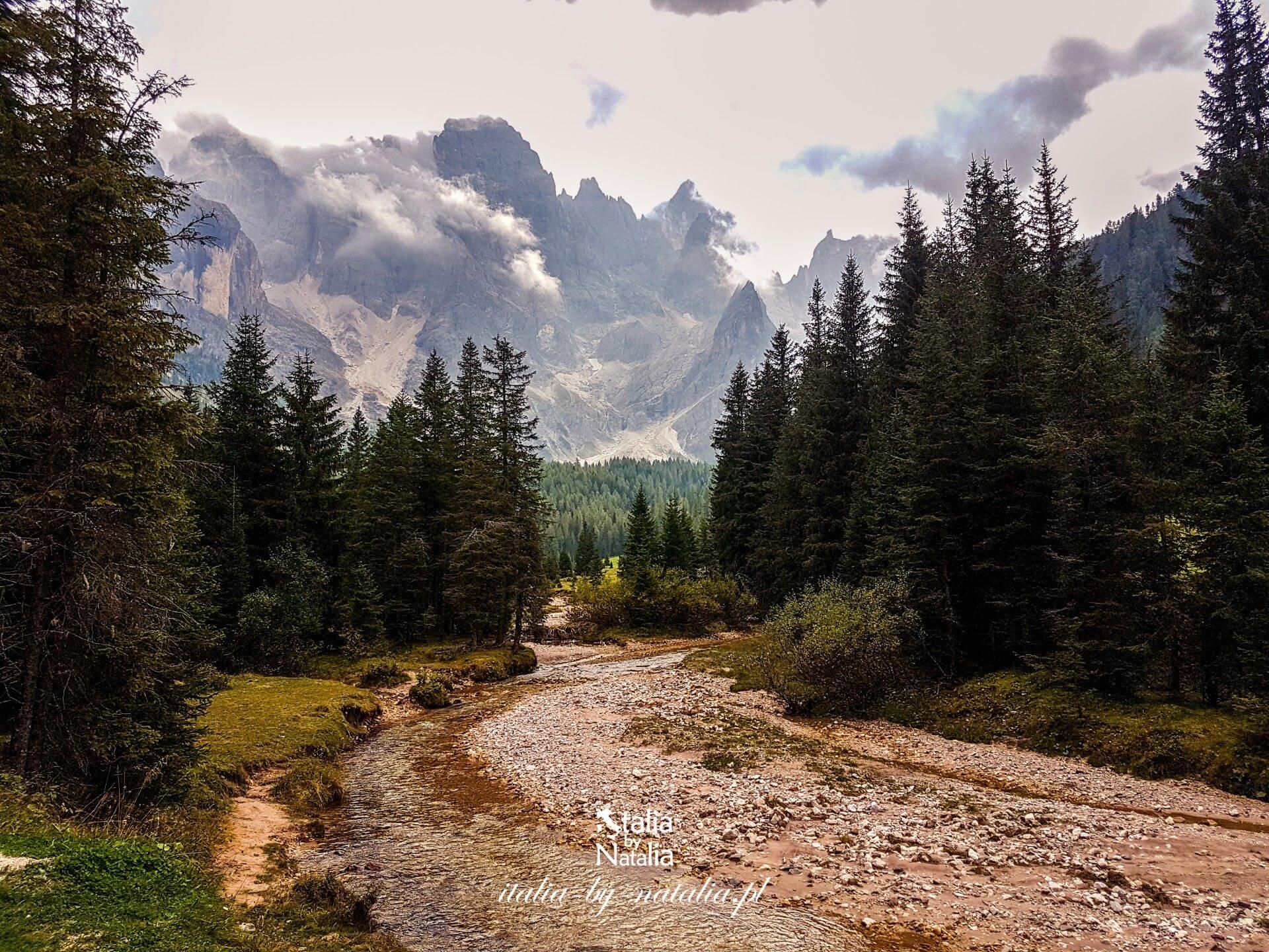 Val Venegia łatwy malowniczy szlak w Pale di San Martino, wschodnie Dolomity