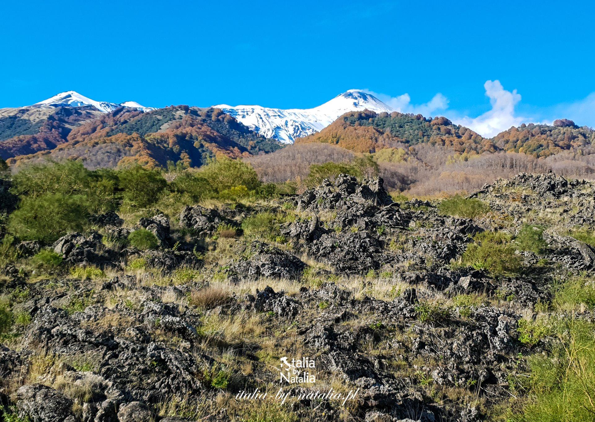 Etna zwiedzanie wulkanu dojazd kolejka linowa trekking z polskim przewodnikiem atrakcje jesień lato zima wiosna