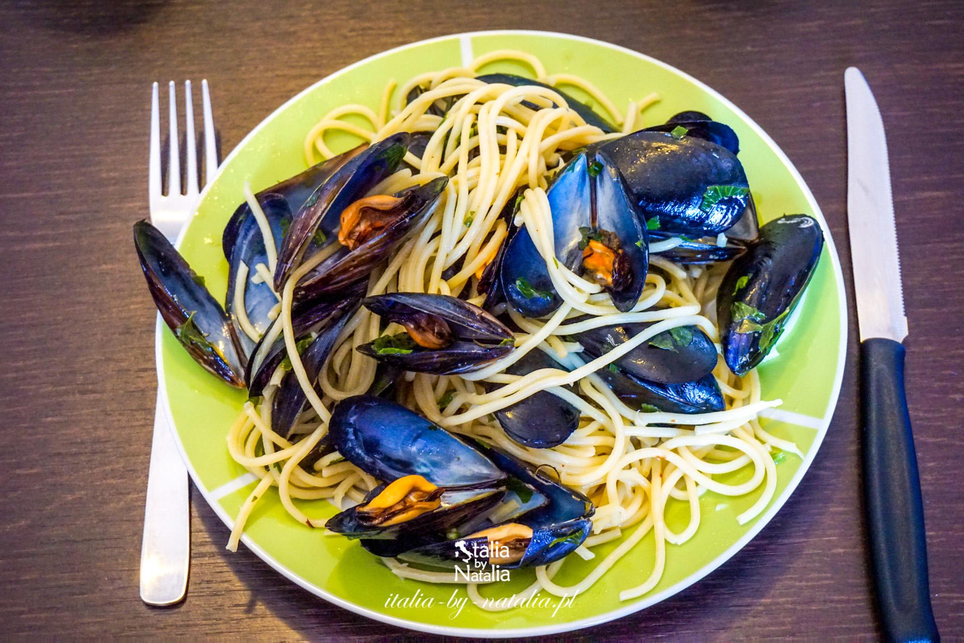 Spaghetti z mrożonymi owocami morza oraz spaghetti alle cozze ze świeżymi mulami przepis