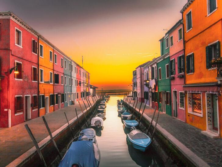 Burano koło Wenecji - wyspa kolorowych domów i koronki. Jak się tam dostać? Co zobaczyć? Przewodnik