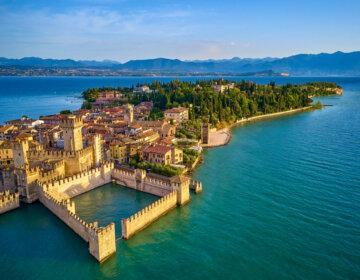 Sirmione nad jeziorem Garda jakie atrakcje zobaczyć i na co uważać Przewodnik