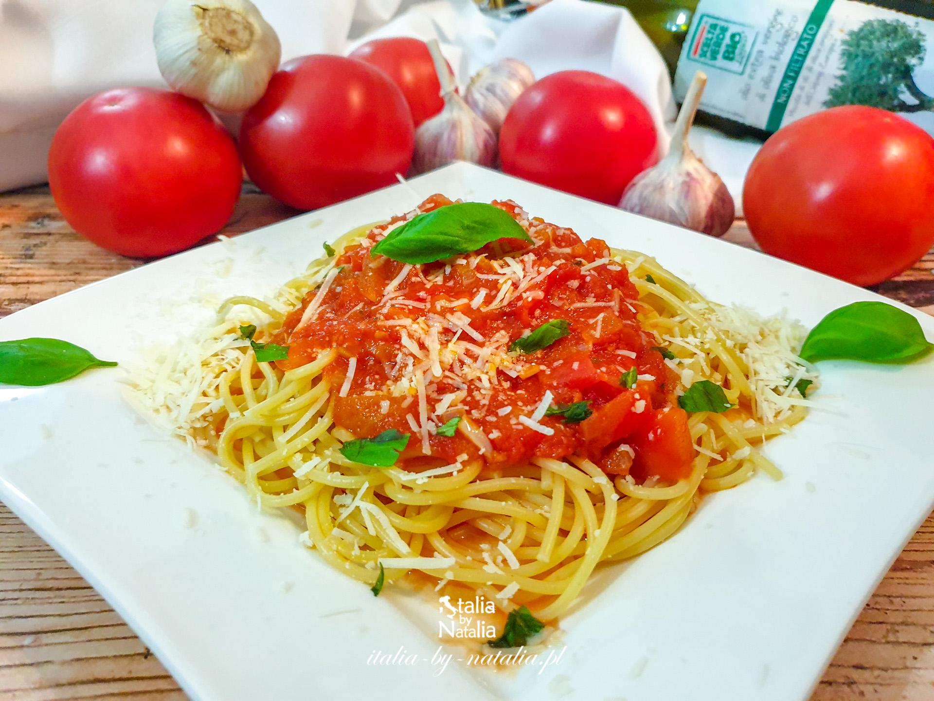 Spaghetti Napoli - oryginalny przepis na makaron z sosem pomidorowym