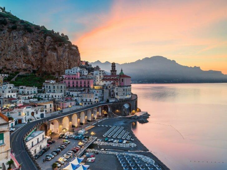 Atrani - najmniejsze miasteczko na Wybrzeżu Amalfi. Co zobaczyć? Jak dojechać?