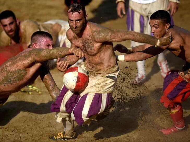 Calcio Storico Fiorentino - brutalny turniej piłkarski we Florencji, Toskania