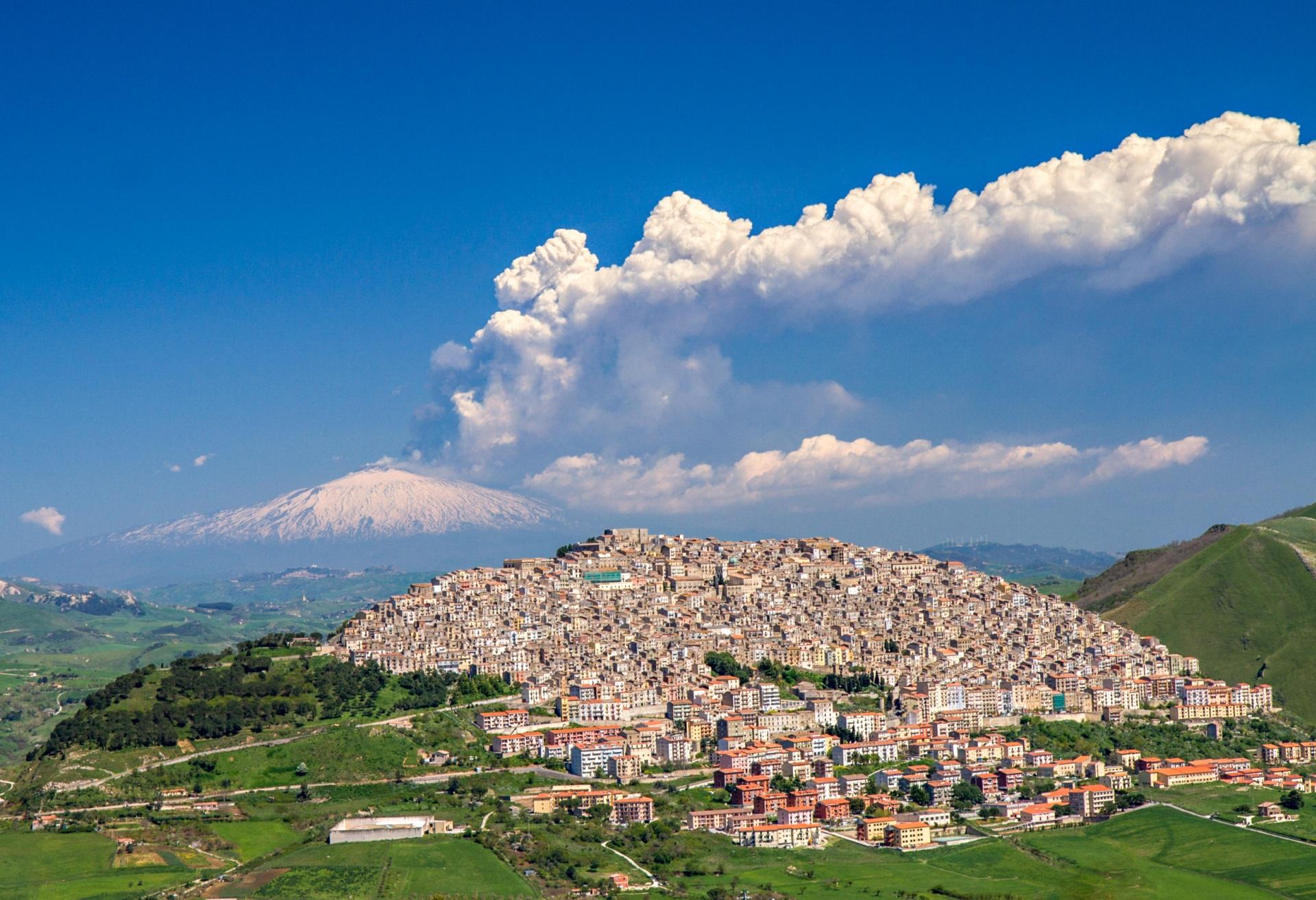 Domy we Włoszech za 1 euro - okazja życia czy szukanie frajera? Czy warto kupić taki dom?