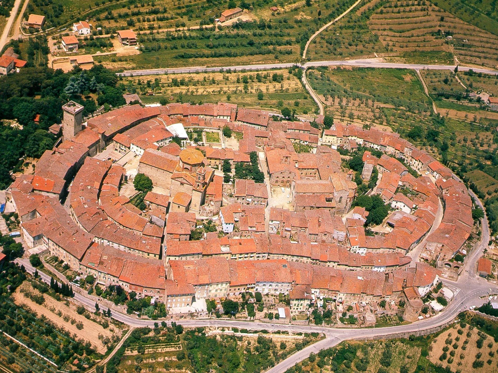 Lucignano w prowincji Arezzo - perła Valdichiana i jedno z najpiękniejszych miasteczek Toskanii