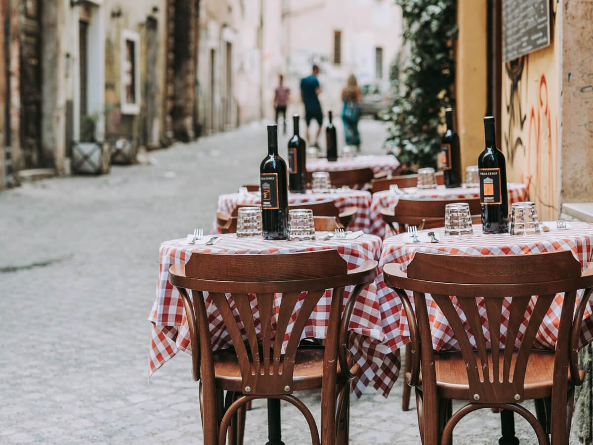 Gdzie zjeść w Rzymie? Co zjeść w Rzymie? Kuchnia rzymska i sprawdzone adresy lokali