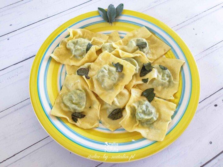 Ravioli z ricottą, szpinakiem, masłem i świeżą szałwią - smak z toskańskiej restauracji. Przepis
